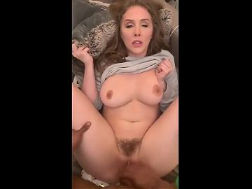 MILF SPREAD HER LEGS FOR DEEP MISSIONARY FUCK